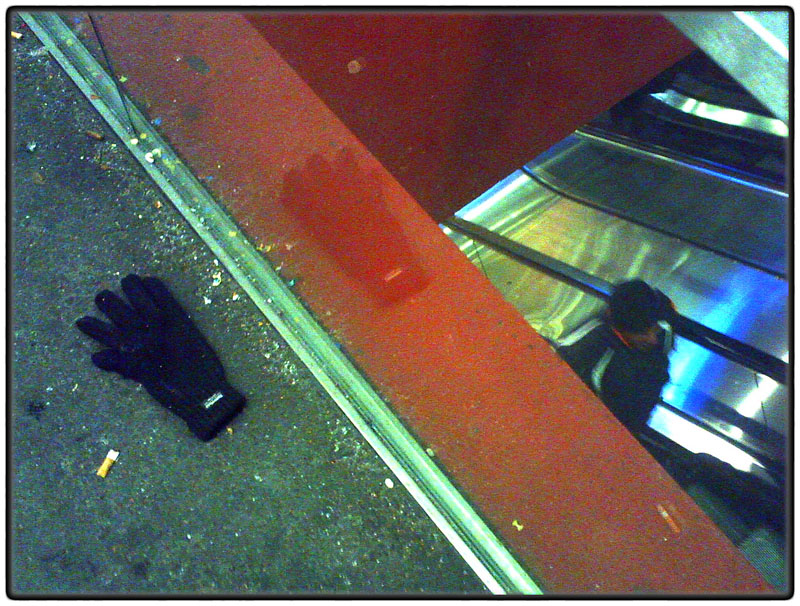 Lost glove, Station Square